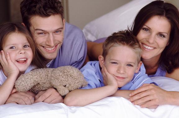 Счастливая семья: родители и дети