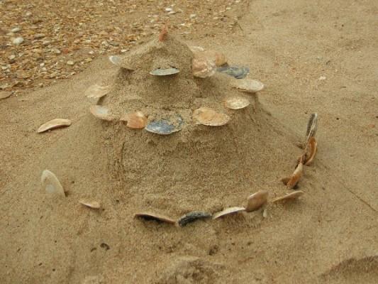 Замок из песка и ракушек