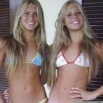 Две красивые девушки топлес. Мне они по душе.